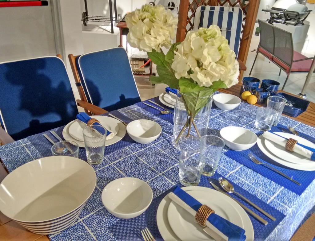Mesa en tonos azules colección outdoor El Corte Inglés
