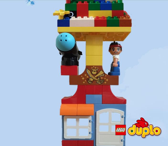 Torre Lego Duplo  solidaridad con UNICEF