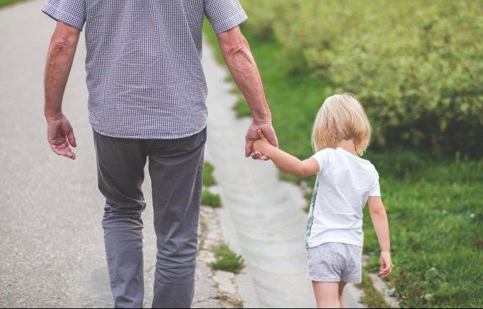 niños felices pasar tiempo en familia