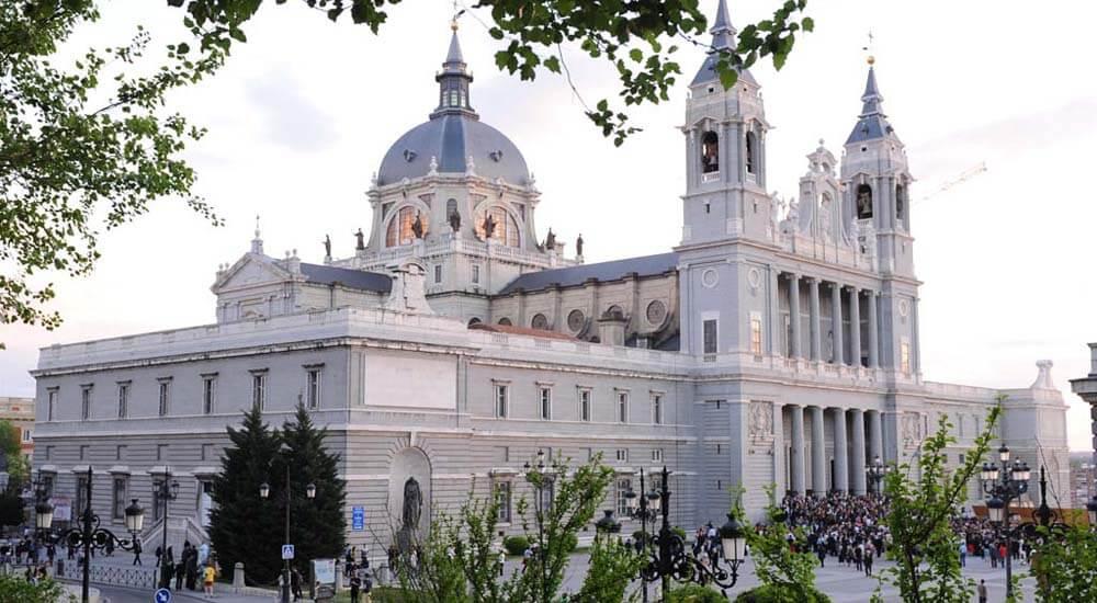 planes en madrid catedral almudena